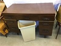 Desk 40 x 30 x 20 and waste bin