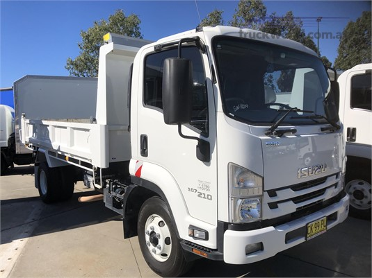 2017 Isuzu FRR Gilbert and Roach  - Trucks for Sale