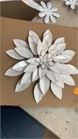2 Metal flower decor