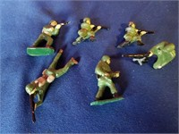 6 lead army figures