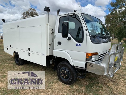 2002 Isuzu NPS300 Grand Motor Group  - Trucks for Sale