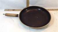 """Stainless & Non Stick Pans & 12"""" Glass Lids"""