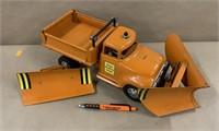 Tonka State Hi-Way Dept truck w/2 plows