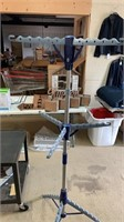 Hanging rack- folds up