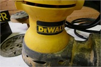 DeWalt Random Orbit Palm Sander with extra paper