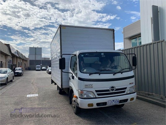 2010 Hino 300 3815 - Trucks for Sale
