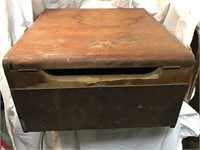 BF goodRich mantola  radio And turn table, water