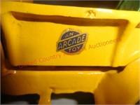 Arcade Int. Harvester Cast Iron Wrecker Truck