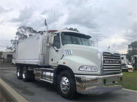 2011 Mack Granite - Trucks for Sale