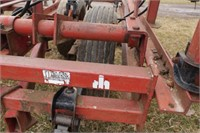Case IH 24' Spring Tooth Vibra-Shank Cultivator