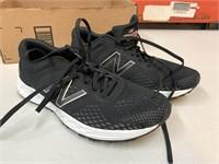 Size 9 women's New Balance shoes- very light use