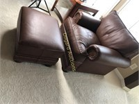 LEATHER ARM CHAIR W/FOOTREST