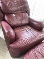 LEATHER CHAIR W/FOOTREST