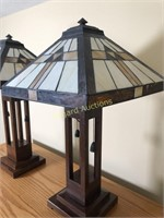 PAIR OF LAMPS W/LEADED GLASS SHADES
