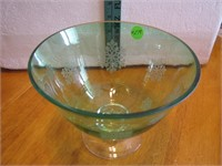 Vtg Footed Glass Bowl with Snowflakes 7x5&1/2