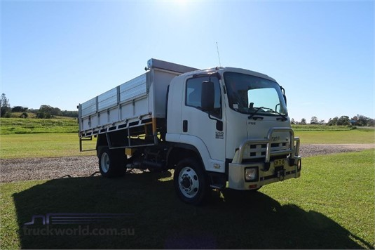 2010 Isuzu FSS 550 4x4 - Trucks for Sale