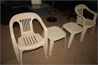 2 PATIO CHAIRS & TABLE