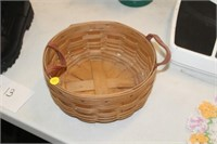 2004 LONGABERGER BASKET