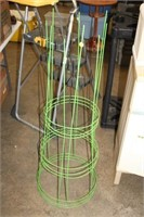 3 TOMATO CAGES