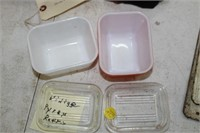 2 SMALL VINTAGE PYREX REFRIGERATOR DISHES