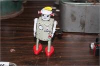 METAL WIND UP ROBOT