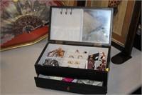 JEWELRY BOX OF JEWLERY