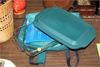 PYREX CASSEROLE DISH WITH LID AND CARRIER