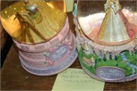 2 BARBIE MUSICAL SNOW GLOBES