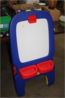 CRAYOLA DOUBLE SIDED ART STAND
