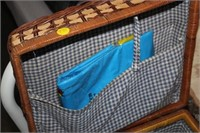 PICNIC BASKET WITH ITEMS