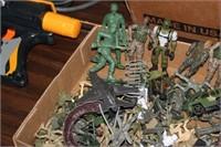 BOX OF ARMY MEN