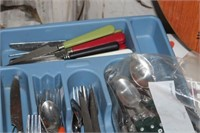 LOT OF FLATWARE