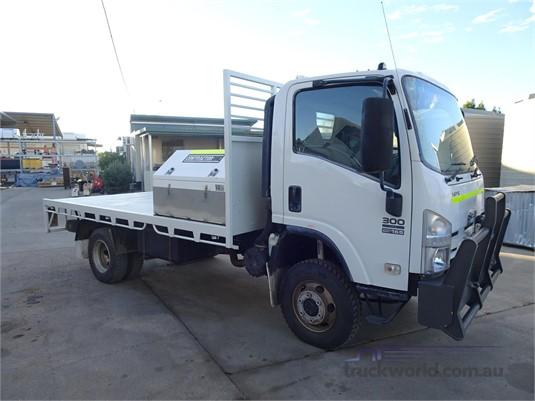 2011 Isuzu NPS  - Trucks for Sale