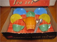 American Maid Child's Tea Set (chip on pitcher)