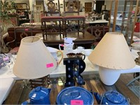 LOT OF 2 LAMPS/ R LETTER DECOR