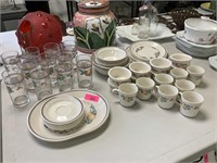 LARGE LOT OF CORELLE DISHES / GLASSWARES