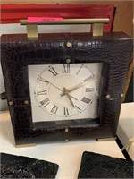 LOT OF DECOR ITEMS / MANTLE CLOCK