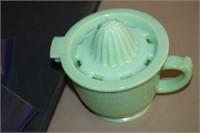JADEITE GLASS MEASURING CUP / JUICER