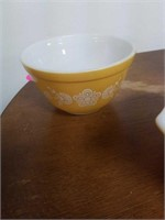 3PC PYREX BUTTERFLY GOLD BOWLS