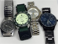 LARGE LOT OF WATCHES