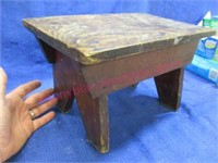 cute little old step stool (8in tall x 14in wide)
