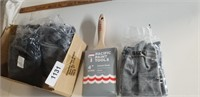 """4"""" Paint Brushes, (5) Pair of Rubber Gloves"""
