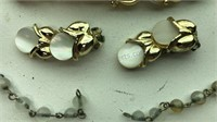 Vintage Matching  Jewelry Set Necklace, clip-on