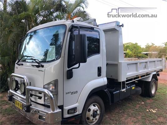 2017 Isuzu FRR 107 210 - Trucks for Sale