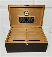"Humidor, by Quality Imports, 15"" x 10"" x 7"""