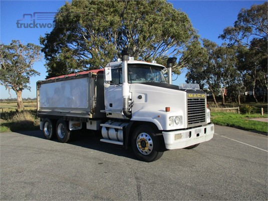 2002 Mack Trident - Trucks for Sale