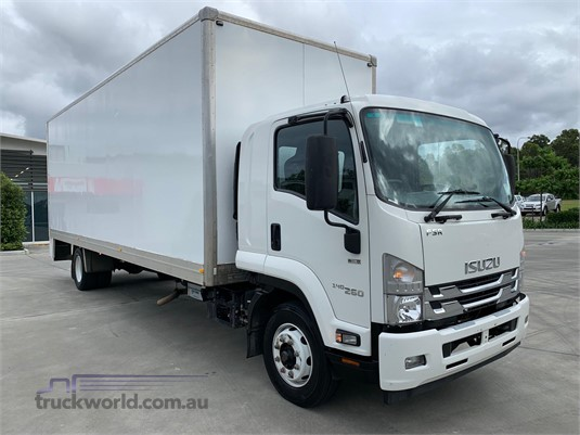 2017 Isuzu FSR - Trucks for Sale