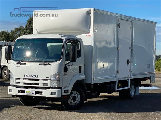 2015 Isuzu FRR500 - Trucks for Sale