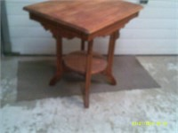 Antique Side table - 28 x 22 x 28