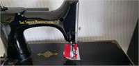 Vintage Singer Featherweight Sewing Machine in Box